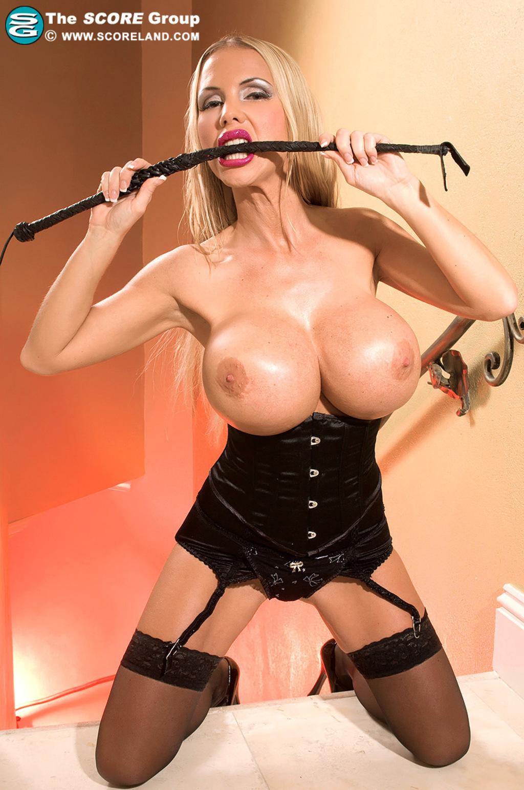 Худая блондинка с силиконовой грудью порно 16 фотография
