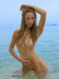 Hannah Ferguson Shows Off Her Hot Curves